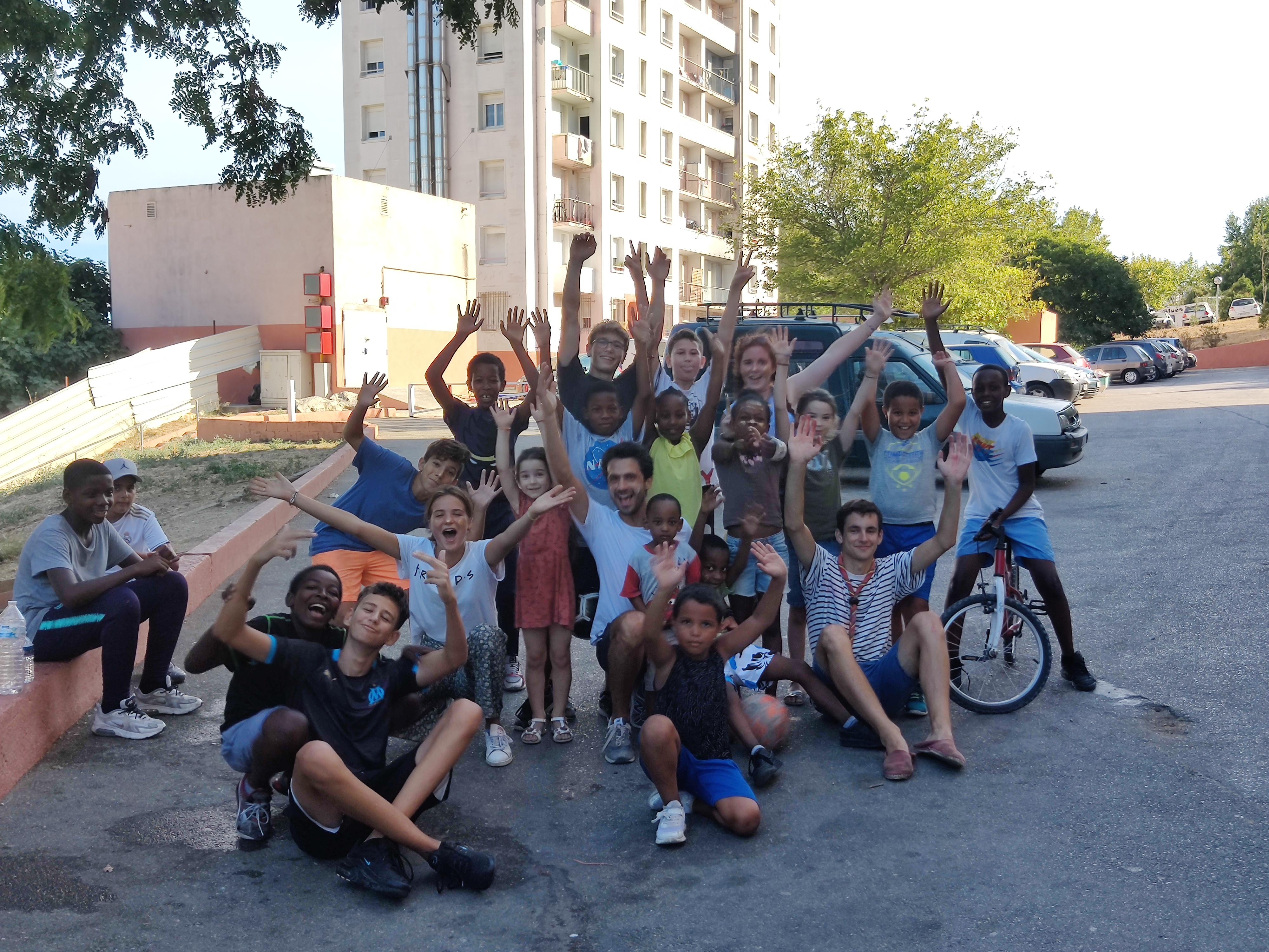Team activité de rue cité Bellevue Massabielle Marseille